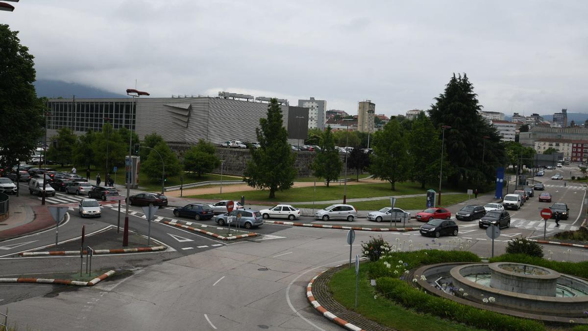 Filas de coches para acceder al Recinto Ferial