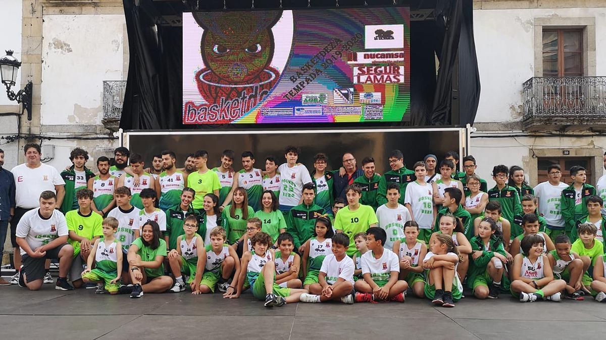 Foto de familia del Basketdeza