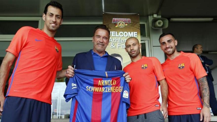Arnold Schwarzenegger, present a l'entrenament del Barcelona