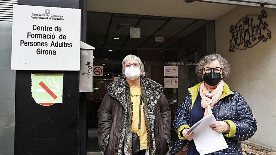 L'escola d'adults de Girona es mobilitza contra l'expedient a la seva directora