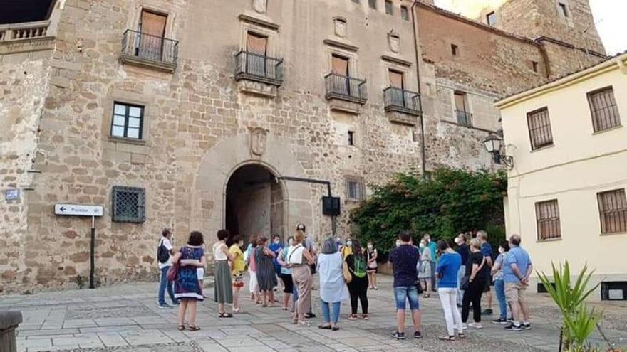 Vuelve el turismo a Plasencia y el sector espera que suba en verano
