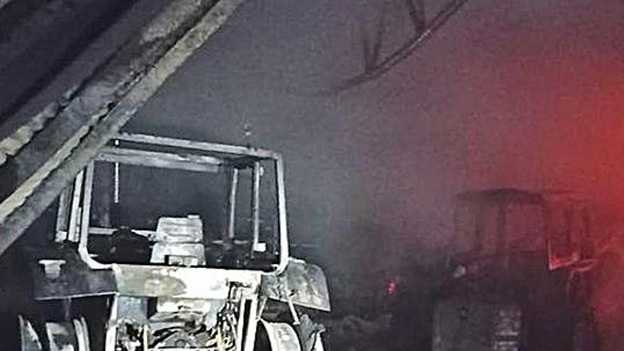 Logran salvar a los terneros tras un incendio que calcinó por completo una granja de Xinzo