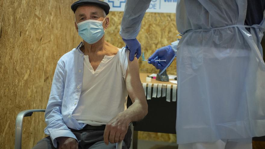 Galicia se acerca a la mitad de su población vacunada contra el COVID-19
