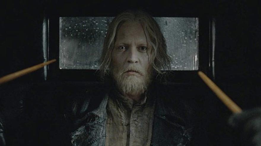 Johnny Deep como Grindelwald.