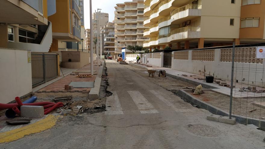 Las obras del norte de la playa de Tavernes provocan malestar a empresarios y vecinos