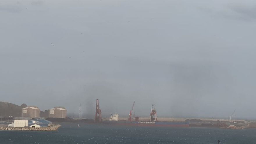Malestar vecinal por una nueva nube de carbón en El Musel