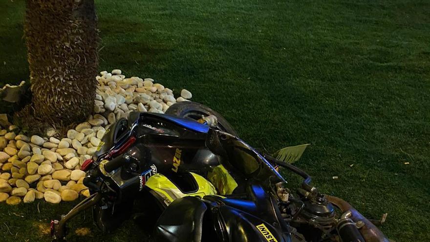 Un menor de 16 años casi atropella a un policía con su moto en San Javier