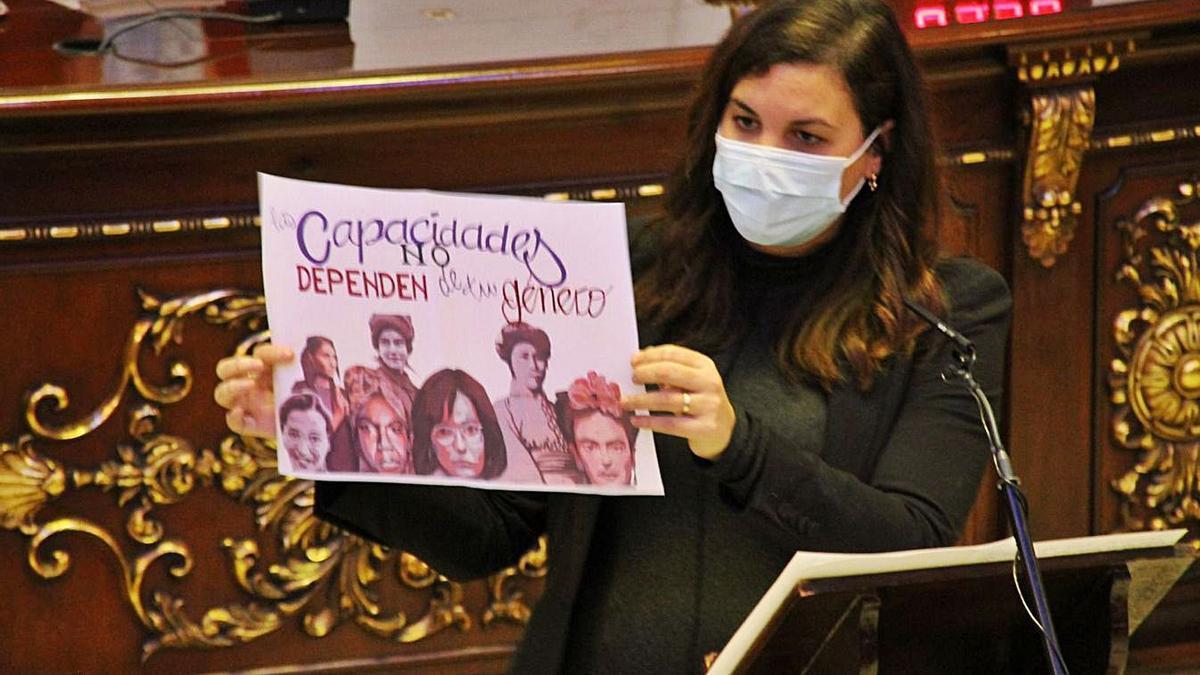 Sandra Gómez replica con el mural feminista que el PP  de Madrid quiere elimnar.