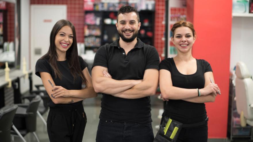 Ofertas de empleo en Alicante: Se necesitan esteticien y peluquera/o, mecánico/a, dependientes/as para tienda de telefonía móvil y personal para fábricas de mármol de la provincia