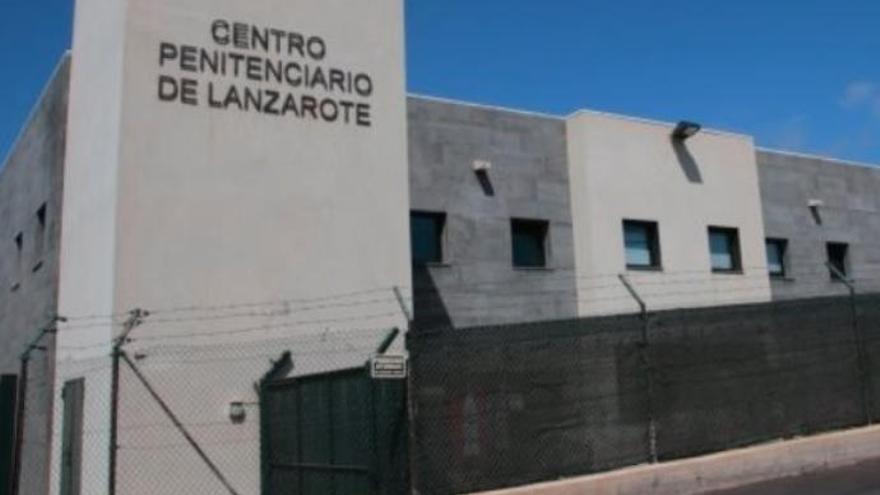 Un preso de Tahíche agrede a tres funcionarios tras discutir con otro interno