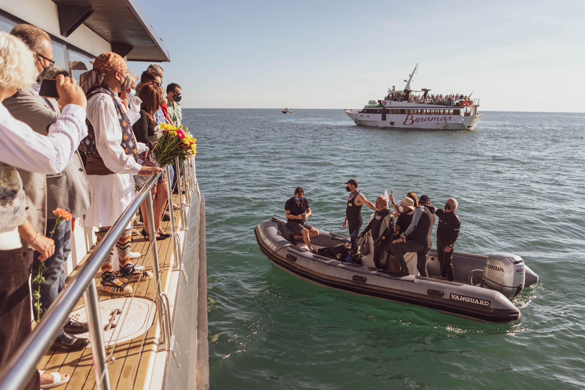 Las fallas del Marítim recuperan la Ofrenda Marinera
