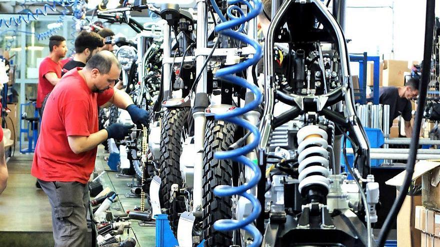 L'empresa figuerenca  de motos Rieju aixeca l'ERTO