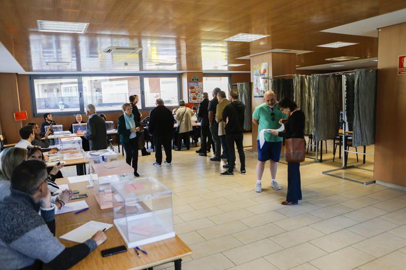 Los valencianos votan en las elecciones autonómica