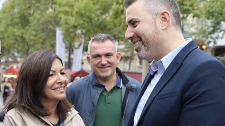 Jordi Mayor conoce a la alcaldesa de París en plenos Campos Elíseos