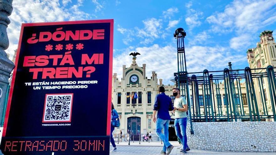 Compromís sale a la calle con 2.000 folletos para denunciar las deficiencias en los trenes de cercanías