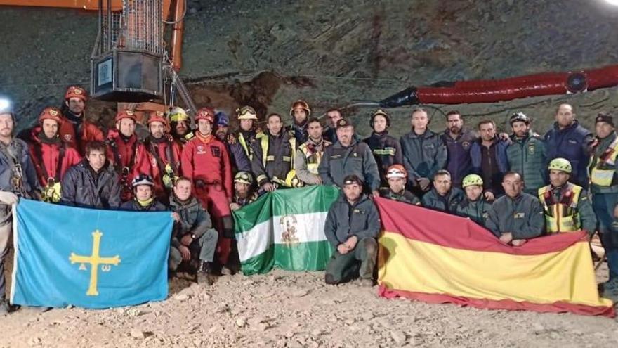 La foto que resume la infatigable labor de los ángeles que lucharon por el rescate de Julen