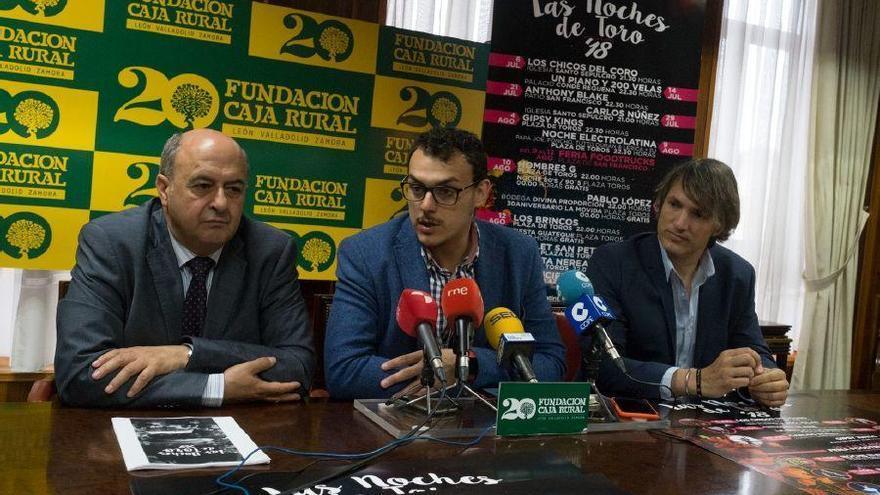 """Por la izquierda Feliciano Ferrero, Tomás del Bien e Ismael Beiro presentan """"Las Noches de Toro"""""""