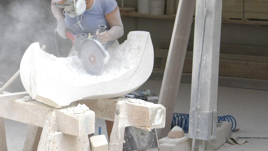 La escultora Noemí Arrocha inaugura en el Centro de Artes Plásticas la muestra 'Deflexión-reflexión'