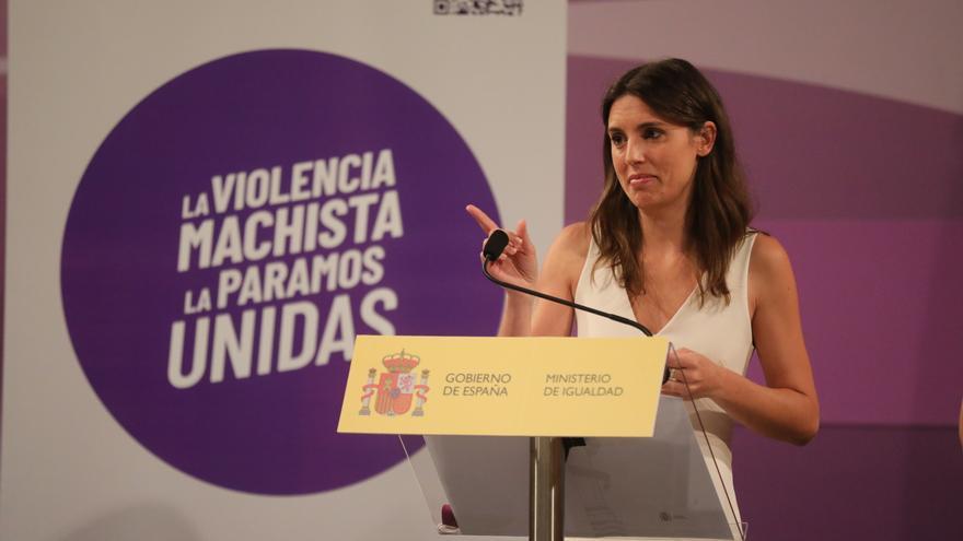 El Ministerio de Igualdad lanza una iniciativa para que los comercios puedan distinguirse con un punto violeta