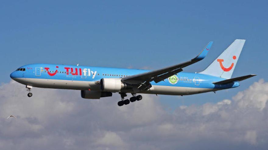 Un pasajero de un vuelo que salió de Canarias sufre un infarto