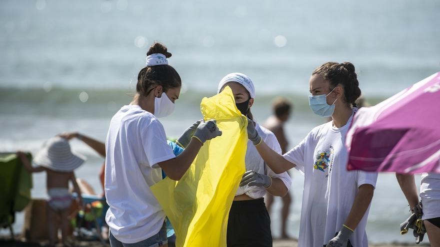 BALEARES.-El proyecto 'Libera' recoge datos sobre la 'basuraleza' de tres puntos de la costa de las Islas