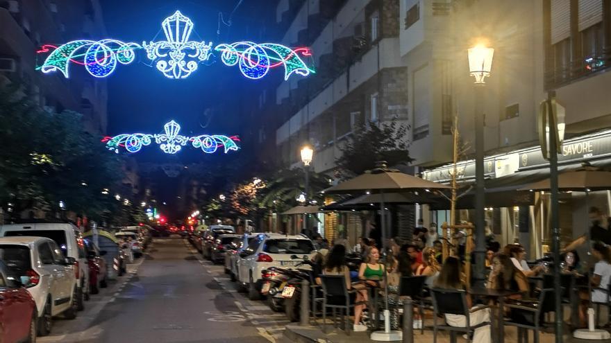 La Real Falla mantiene la tradición de las luces en Russafa