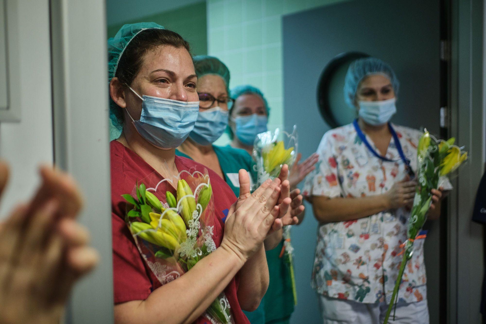 Sanitarios durante la pandemia.jpg