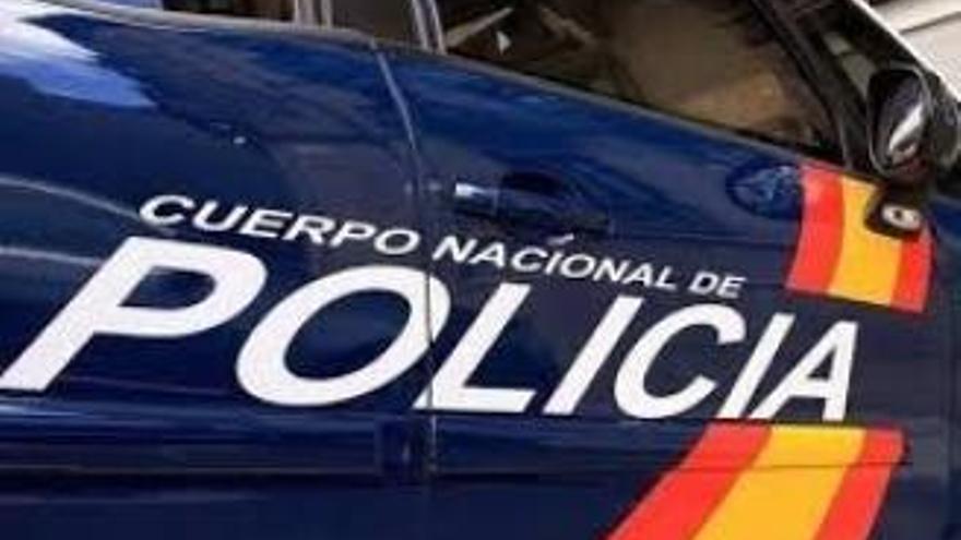 La Policía Nacional detiene a una pareja que trataban de embarcar en un vuelo con documentación falsa