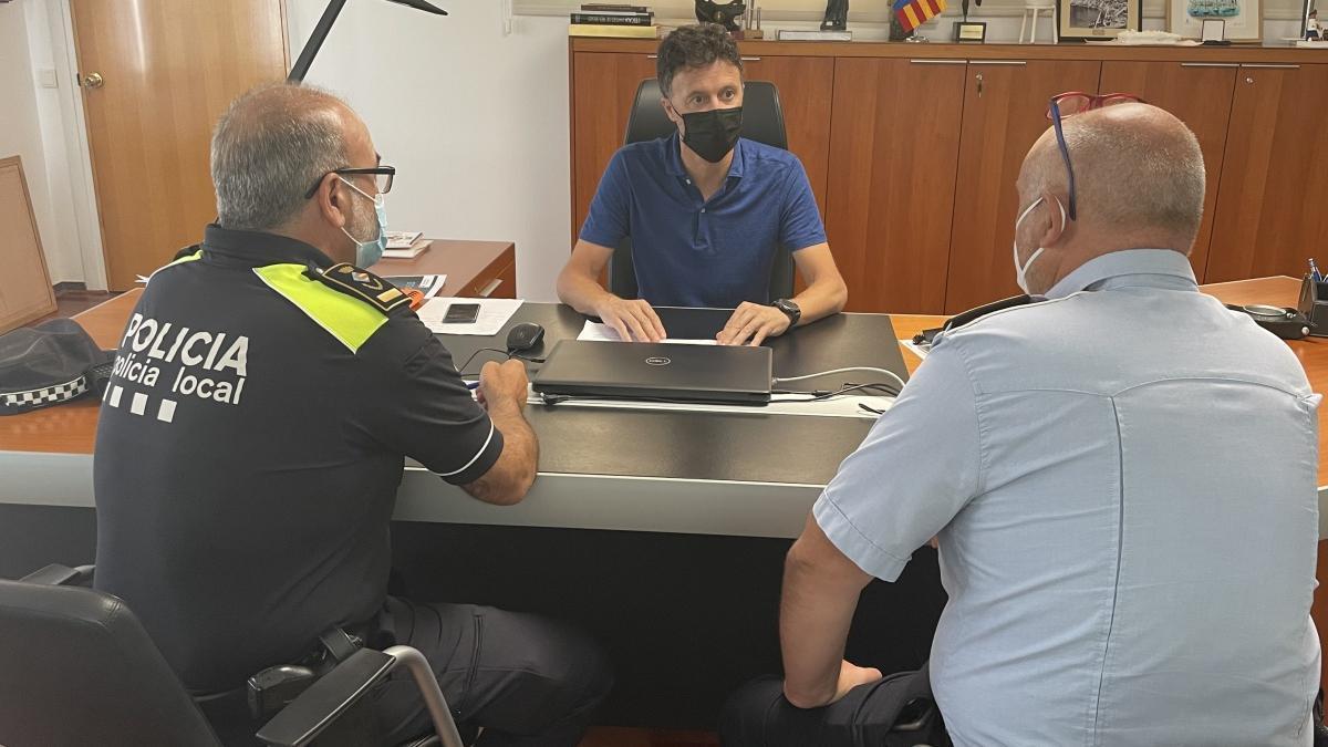Víctor Puga amb els responsables policials