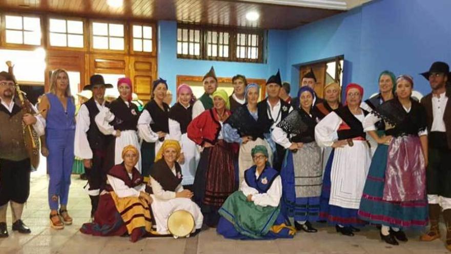 """La Flor del Pumar"" lleva su folclore a Gáldar (Gran Canaria)"
