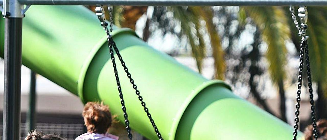 Niños y madres en un parque. |   // GUSATAVO SANTOS