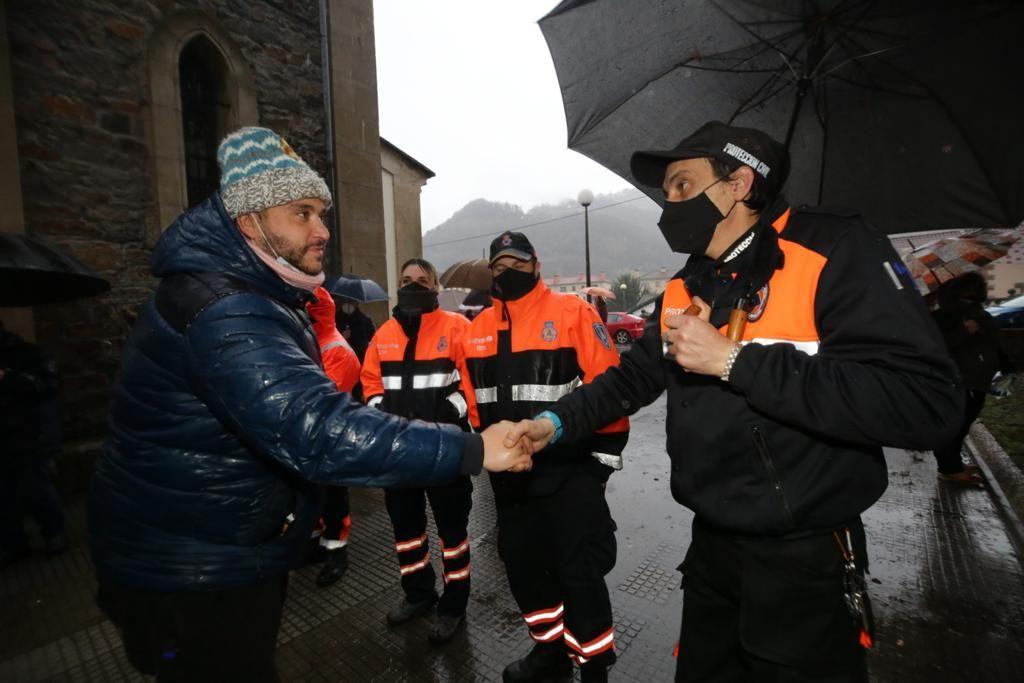 Los autónomos del valle del Nalón salen de sus encierros en las iglesias de Laviana, El Entrego y La Felguera