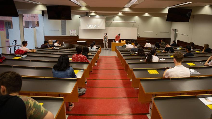 El Govern y las universidades catalanas acuerdan reducir la actividad en los campus