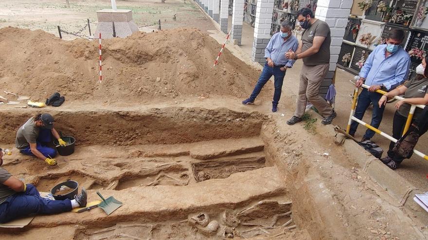 """La Diputación se compromete a """"prestar apoyo económico"""" a las exhumaciones de Hinojosa"""