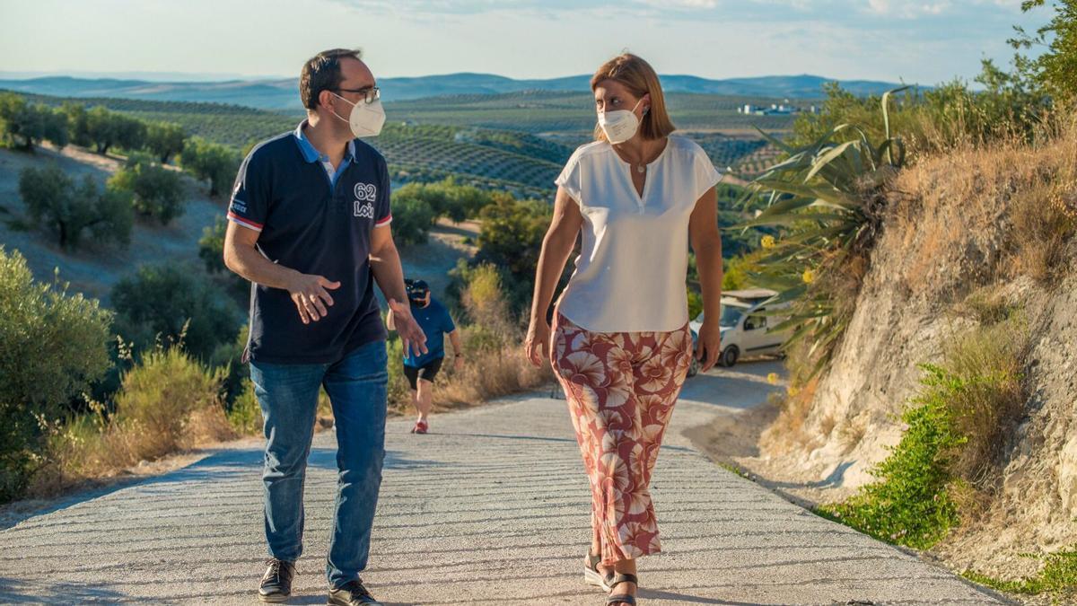 Cristina Piernagorda y Juan José Castro visitan las obras del camino de la Zarza.