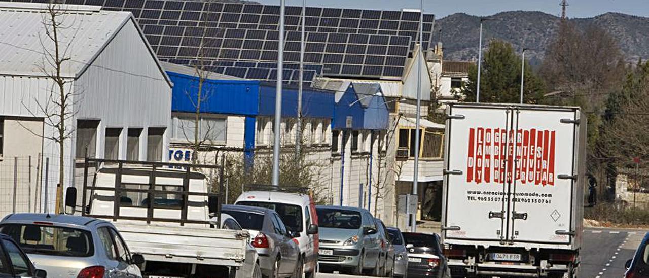 Placas solares en fábricas del polígono industrial El Pla.   PERALES IBORRA