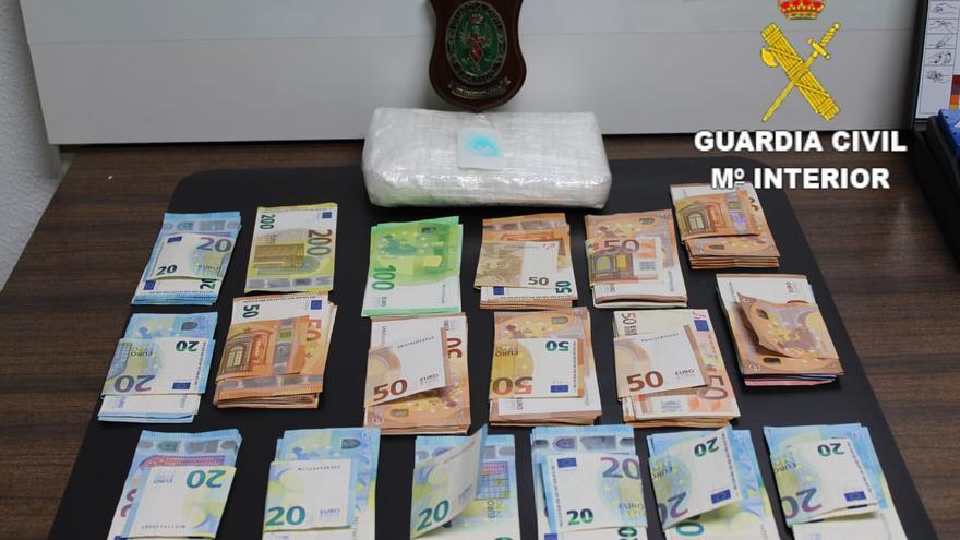 Esparce casi un kilo de cocaína tras caerse con su moto en Las Palmas de Gran Canaria