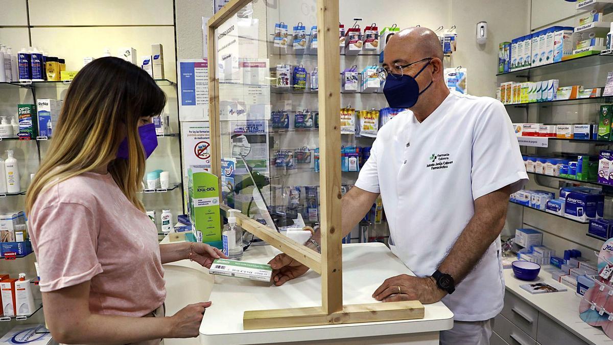 Los autotest para hacer en casa se pueden conseguir en las farmacias sin receta.   M.A. MONTESINOS