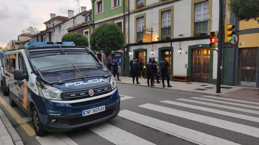 El refuerzo policial en La Guía deja decenas de jóvenes sancionados