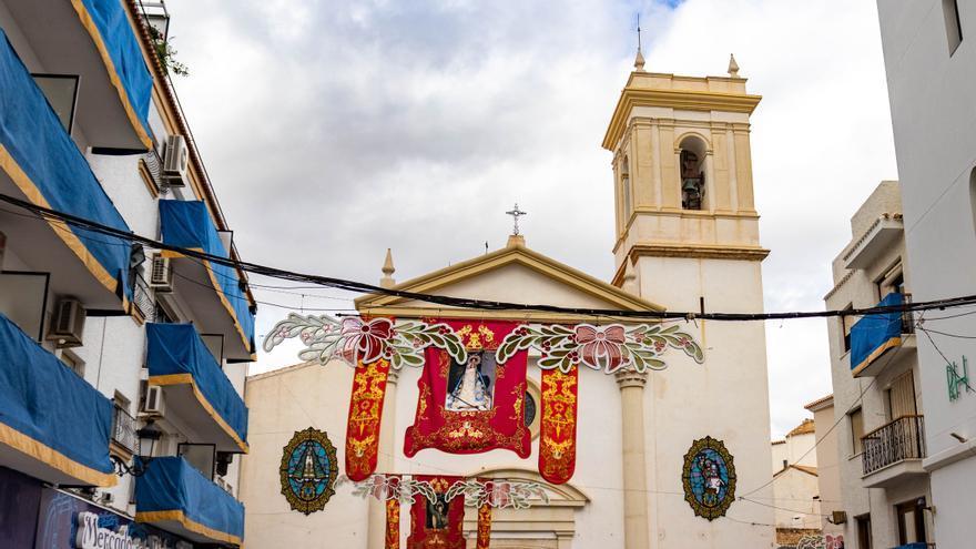 Benidorm pide engalanar los balcones pese a la cancelación de las Fiestas y l'Alfàs retransmitirá las misas por internet