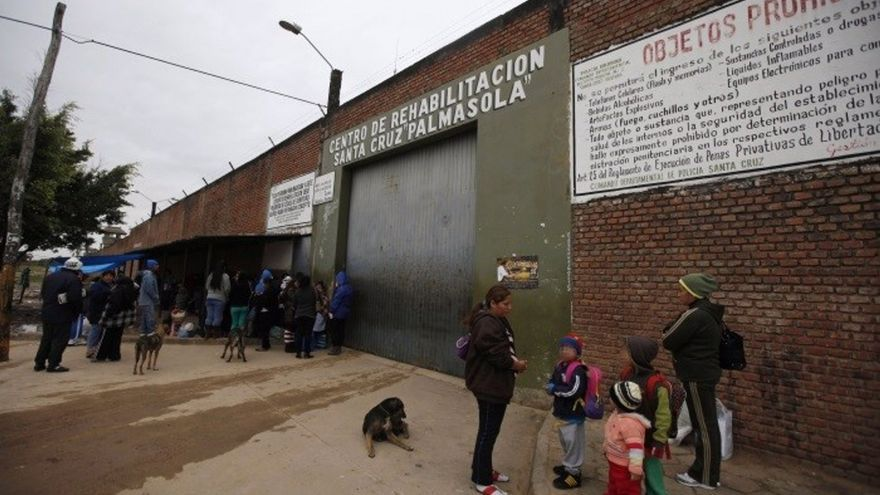 Un boliviano acusado de descuartizar a su hijastro es encarcelado