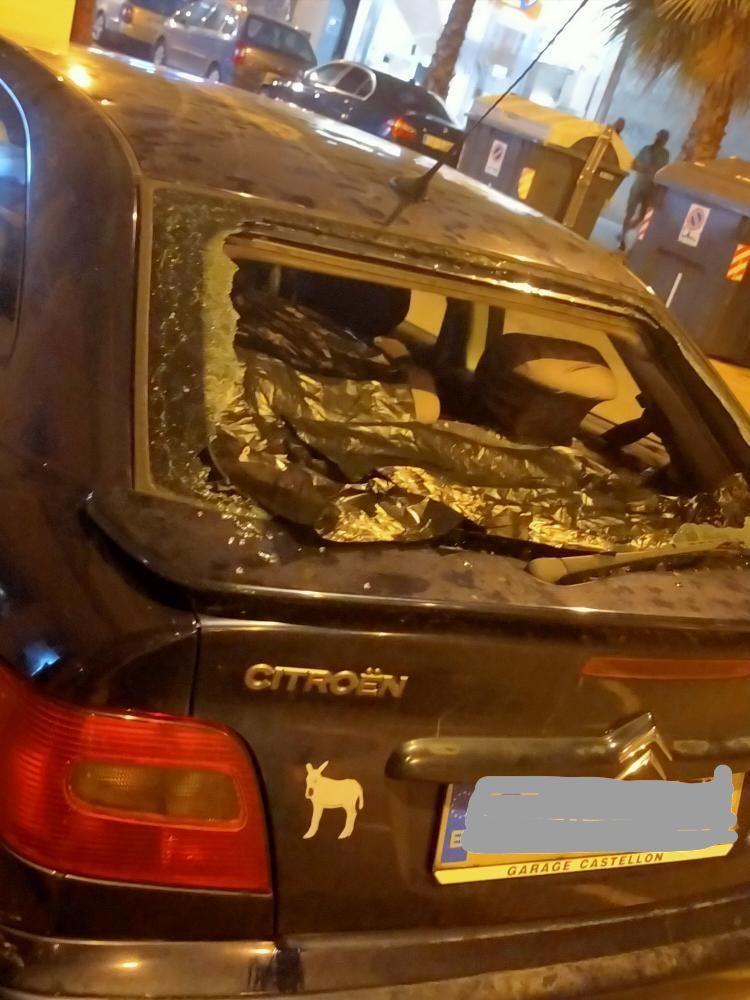Centenares de vehículos de toda la provincia sufrieron durante la intensa granizada de ayer daños en sus lunas y cristales