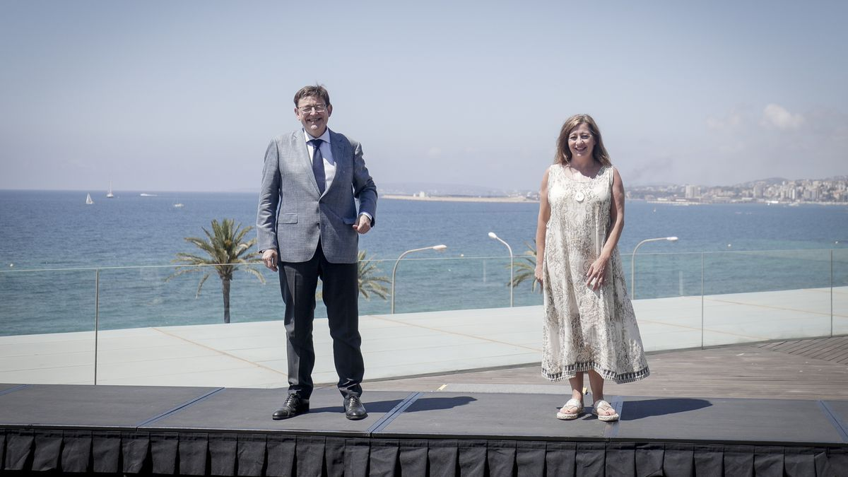 Die balearische Ministerpräsidentin Francina Armengol und ihr valencianischer Amtskollege Ximo Puig auf dem Dach des Kongresszentrums in Palma.