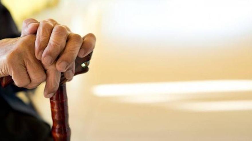 Detenida en Murcia una mujer de 61 años por pegar a su hermano con un bastón