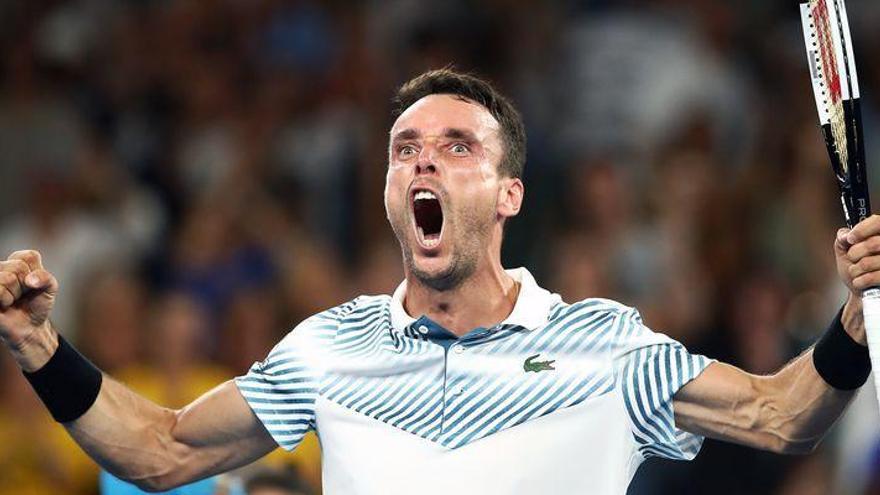 Bautista accede a tercera ronda en Australia en otro duelo a cinco sets