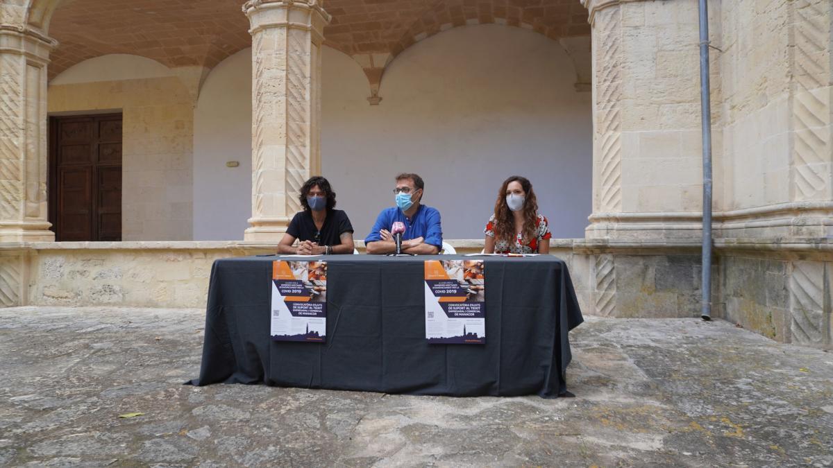 El alcalde Miquel Oliver, en el centro, junto a los regidores Carles Grimalt y Núria Hinojosa.