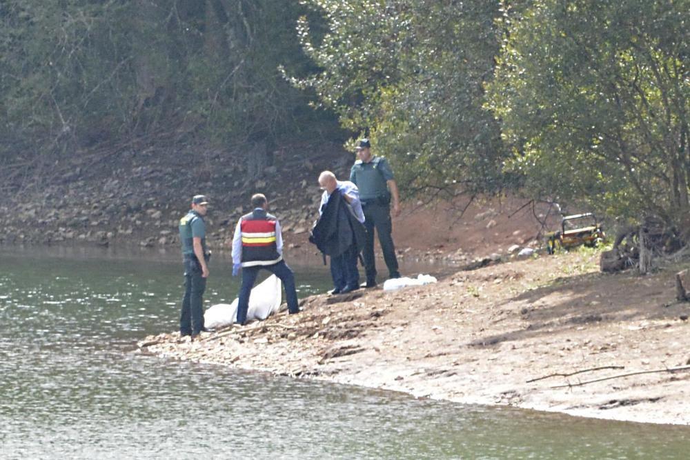 Unas personas que acudían al entorno del embalse para avistar aves vieron el cuerpo sin vida en el agua y alertaron a los servicios de emergencia.
