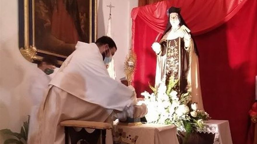 La imagen de Santa Teresa de Mula peligra por una plaga de insectos que comen la madera