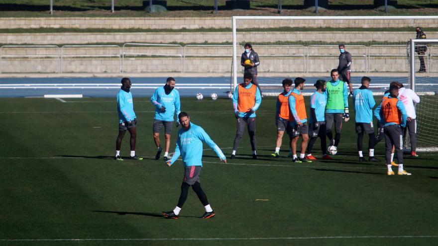 Preguntan si el Madrid paga por entrenar en el estadio y Deporte contesta que abonará más de 6.000 euros