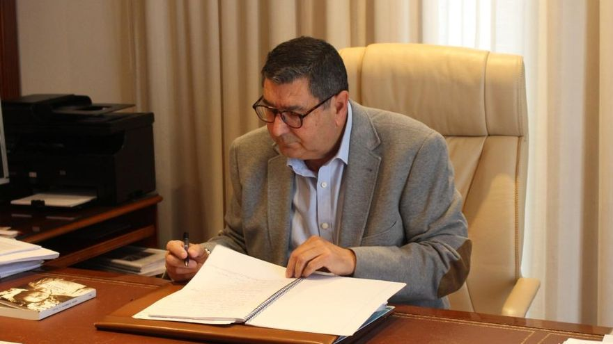 Absuelven al alcalde de Vélez-Málaga de un delito de prevaricación